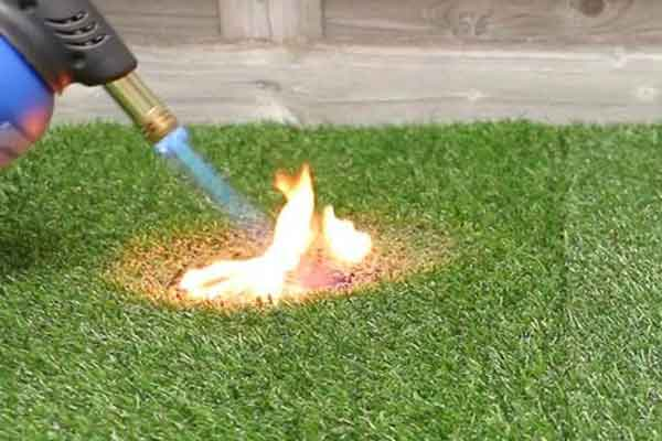 Garden-artificial-grass-fire-resistance-1